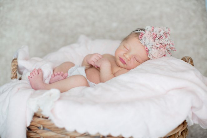 View More: http://allisonelizabethphoto.pass.us/emily-caroline-newborn-2016